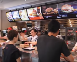 混雑時の日本のマクドナルド、海外の反応